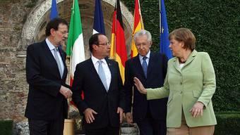 Spaniens Premier Mariano Rajoy, Frankreichs Präsident François Hollande, Italilens Ministerpräsident Mario Monti und die deutsche Bundeskanzelerin Angela Merkel (v.l.n.r.)