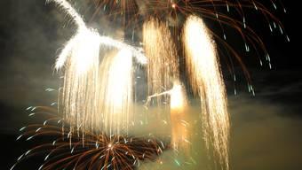 Tausende werden das Feuerwerk am Bielersee verfolgen ohne selber zündeln zu dürfen.
