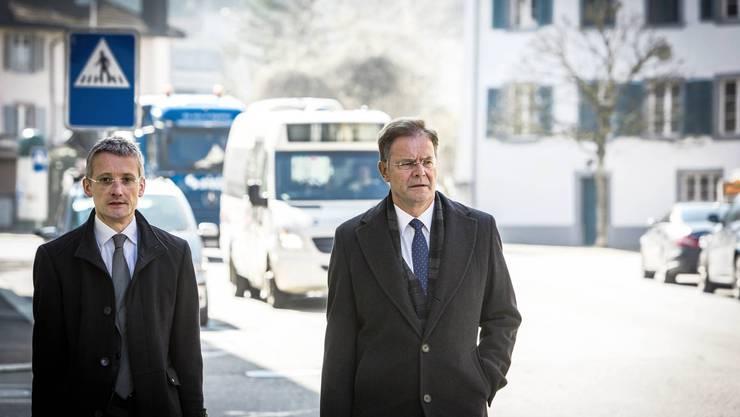 Walter Dubler (rechts) und sein Anwalt gehen vor Bundesgericht.