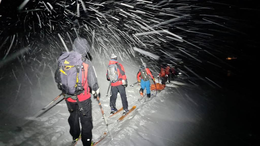 Aufwendige Rettungsaktion: 30-Jähriger stürzt über 20 Meter hohen Felsabsatz