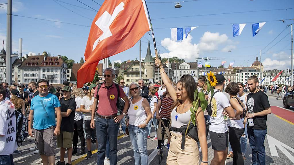 Die Luzerner Polizei erstattet Anzeige gegen die Organisatoren der unbewilligten Demo vom Samstag in Luzern. (Archivbild)