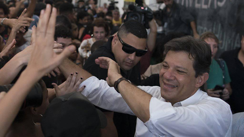 Der in Umfragen abgeschlagene Präsidentschaftskandidat Brasiliens, Fernando Haddad, hat am Dienstag zu einem verbalen Schlagabtausch gegen seinen Konkurrenten ausgeholt.