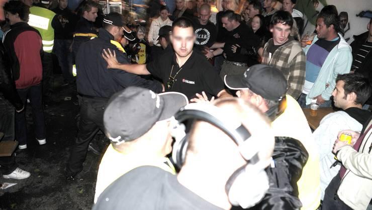 Die Polizei musste in Langenthal vor dem Spiel SC Langenthal gegen HC Lausanne bei einem Handgemenge zwischen Gästefans und Sicherheitsleuten eingreifen. (Symbolbild)