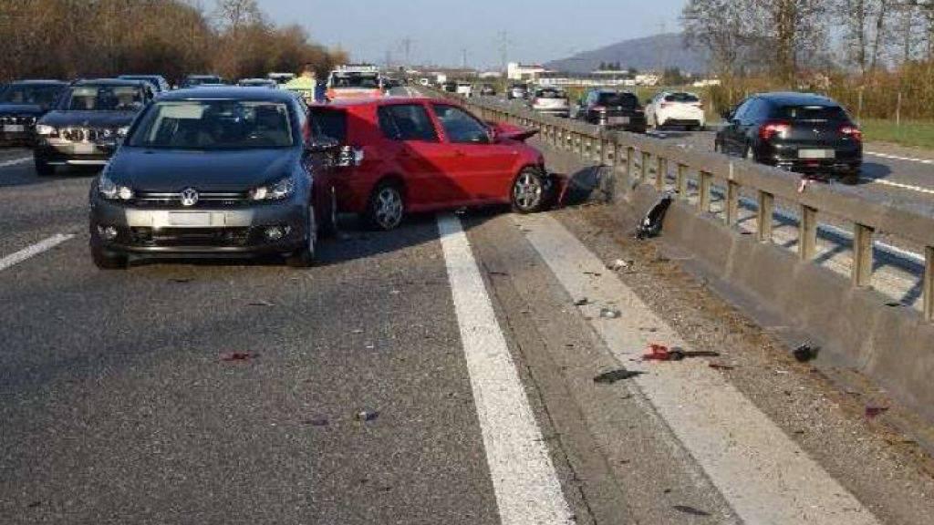 Gleich zwei Mal knallte es am Samstag auf der A1 im Kanton Solothurn. Bei den Auffahrunfällen wurden insgesamt fünf Personen leicht verletzt.