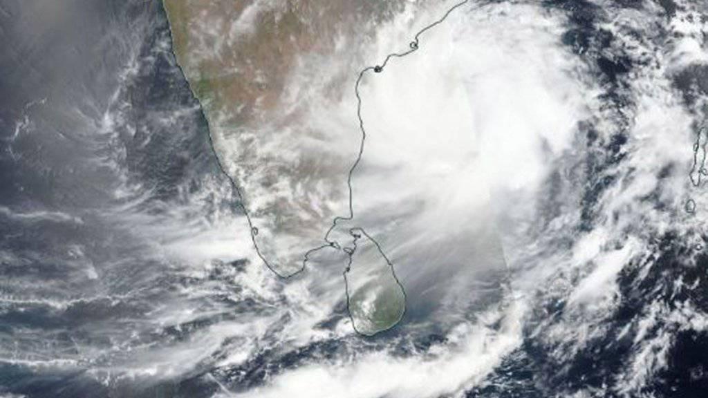 Das Satellitenbild der Nasa zeigt den Zyklon «Fani», der sich der indischen Ostküste nähert. Es wird erwartet, dass er am Freitag mit Windgeschwindigkeiten von bis zu 200 Kilometern pro Stunde nahe der heiligen Stadt Puri auf das indische Festland trifft.