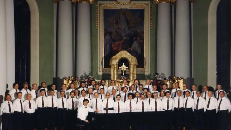 Der Männerchor Dietikon bei einem Auftritt 1995