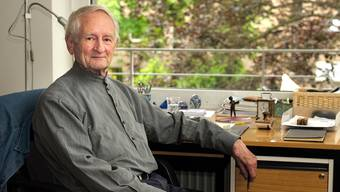 Hans-Martin Linde, Blockflötist und Komponist, wird 85 Jahre alt.