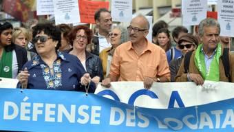 Mehrere hundert Menschen protestieren gegen Wohnungsnot in Genf