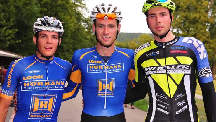 Sieger Reto Säuble, Sulz (Mitte) vor dem Zurzibieter Timo Güller, Döttingen (links) und und dem Mountain-Biker Fabian Paumann, Rupperswil.