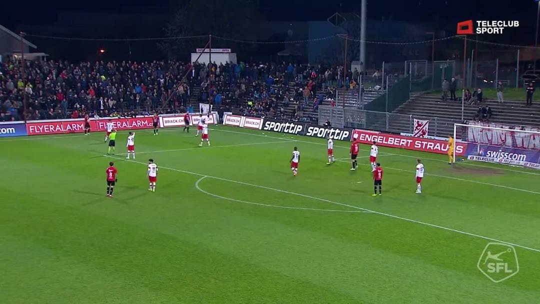46. Minute: Nach der Pause fällt endlich der verdiente Treffer zum 1:0 für den FC Aarau. Nach einem Einwurf und einer Vorlage von Elsad Zverotic schafft es Stefan Maierhofer diesmal, seinen Kopfball ins Tor zu befördern.