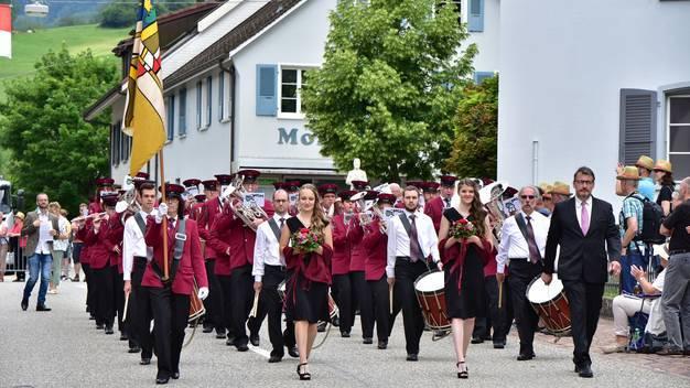 MG Härkingen während der Marschmusik in Mümliswil