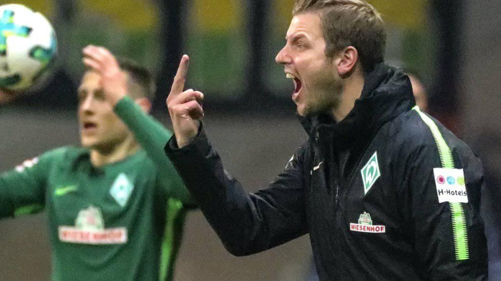 Missglückter Einstand: Bremens Interimscoach Florian Kohfeldt versucht vergebens, auf das Geschehen auf dem Platz Einfluss zu nehmen.