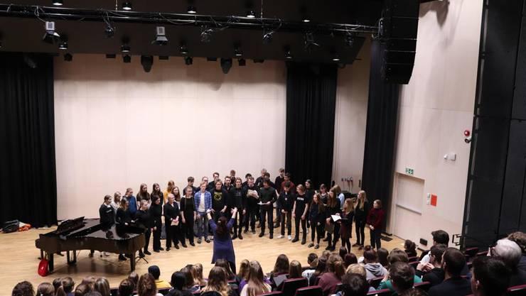 Die norwegischen Schülerinnen und Schüler beim Einüben ihres Rachmaninow-Stücks im «Tronsalen».