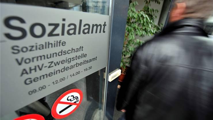 Sozialhilfebezüger aus Gansingen müssen ab März in Laufenburg aufs Amt. Symbolbild Oliver Menge/Archiv