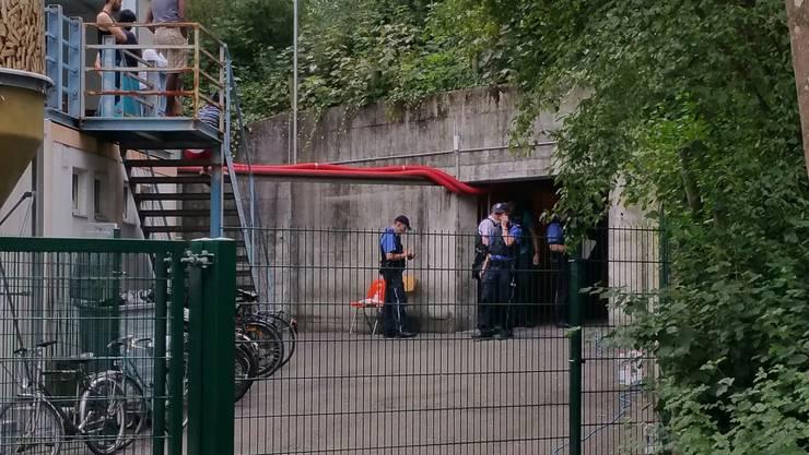 Bei einer Messerstecherei in einer unterirdischen Asylbewerberunterkunft beim Kantonsspital in Aarau ist am Samstagmorgen, 20. August 2016, ein 43-jähriger Asylbewerber aus dem Iran ums Leben gekommen.
