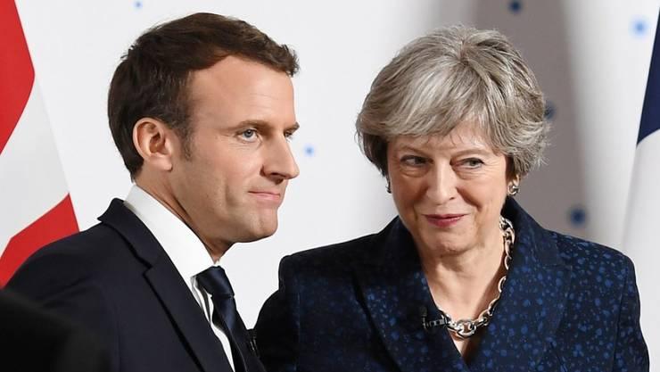 Theresa May und Emmanuel Macron am Donnerstag bei ihrem Treffen in Sandhurst westlich von London.