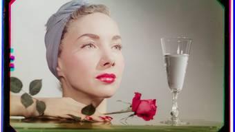 «Mit Rose und Champagner», Foto von Werner Bischof, Zürich 1941.