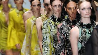 Models von Gucci und Yves Saint Laurent für Erwachsenen-Mode müssen in Zukunft volljährig sein.