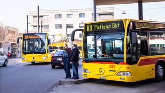 Auch auf gut frequentierten Buslinien im Unterbaselbiet (im Bild der 63er und 64er am Bahnhof Dornach-Arlesheim) sollen Kurse abgebaut werden.
