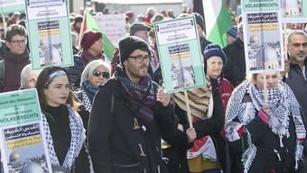 Die Kundgebungsteilnehmer auf dem Berner Waisenhausplatz.