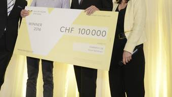 Wer holt die Checks von 100'000 Franken? (Archiv)