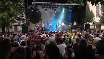 Der Klosterhof bietet den Rahmen, der Filmklub die Organisation: «muri nights» lockte in den letzten neun Jahren viel Publikum an.