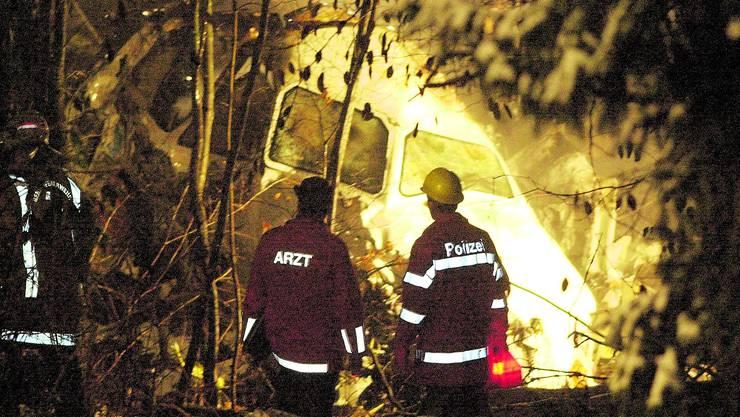 Der 24. November 2001 war ein schwarzer Tag für die Schweizer Luftfahrt: Trümmer der Crossair -Maschine.