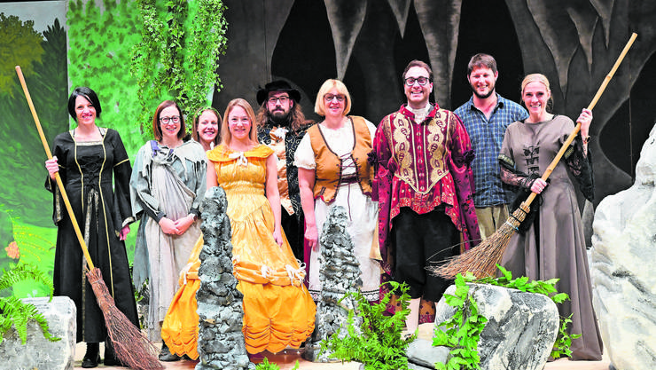 Das Ensemble der Märlibühni Trimbach ist bereit für die Aufführungen von «Dr König met der goldige Nase».