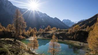 Der Oktober hat sich in den letzten Jahren zum idealen Monat für Ausflüge entwickelt – hier der «Lac Bleu» in der Nähe von Arolla, im Wallis.