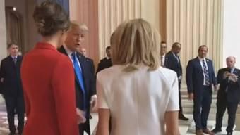 Die halbe Welt schämt sich für diesen Auftritt: Trumps «Kompliment» für Macrons Frau.