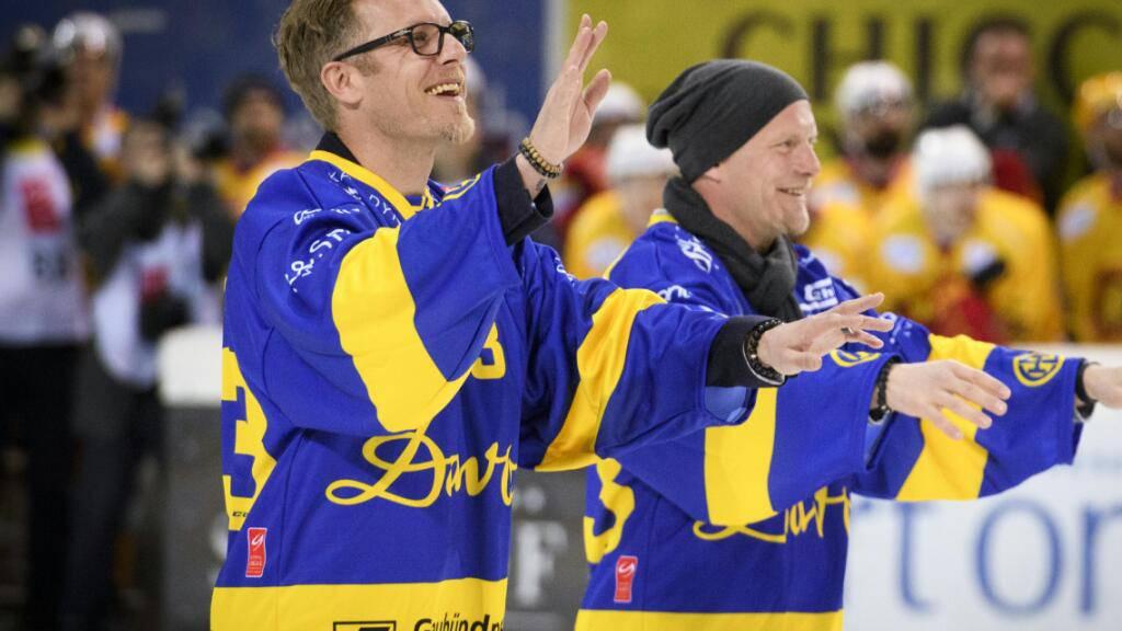Die Brüder Jan (rechts) und Reto von Arx bei der Verabschiedung nach 20 Jahren HC Davos