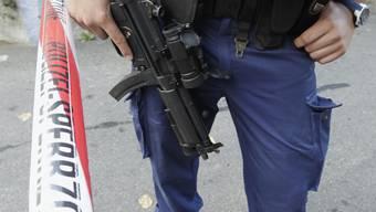 Der Berner Polizeidirektor Hans-Jürg Käser will der Polizei sein Lob aussprechen.