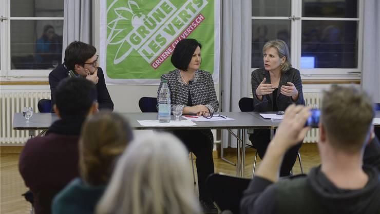Unter der Leitung von Kantonsrat Daniel Urech diskutierten Marianne Meister (l.) und Brigit Wyss.