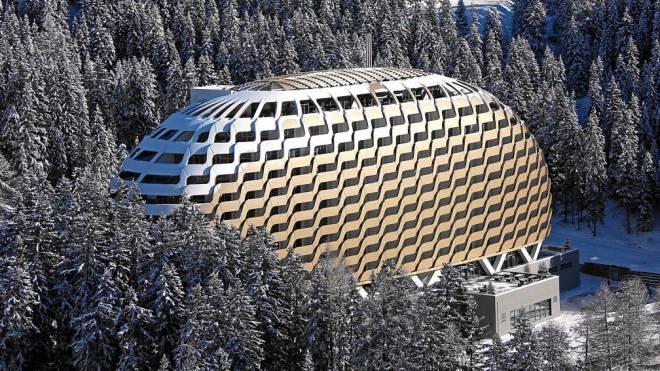 Bleibt in der Zwischensaison geschlossen: Das Goldene Ei in Davos. Foto: swiss-image.ch