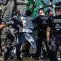 Berliner Beamte bei der Kontrolle eines mutmasslichen Drogendealers im Görlitzer Park.
