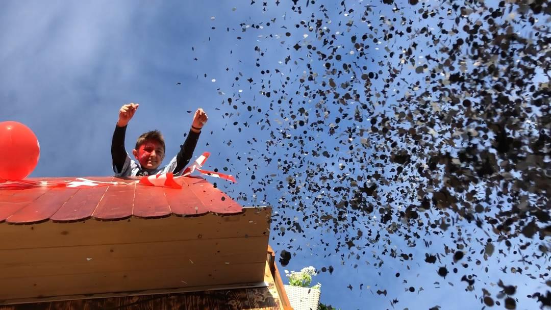 Bauern, Schlümpfe, Hexen, Astronauten: viel Kreativität am Würenlinger Fasnachtsumzug 2019