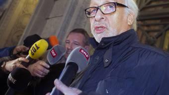 Der deutsche Entertainer Karl Dall vergangenen Dezember nach seinem Freispruch. Dass er wie ein Verbrecher behandelt wurde, wurmt ihn, aber einen bleibenden Schaden trägt er laut eigenen Angaben nicht davon (Archiv)