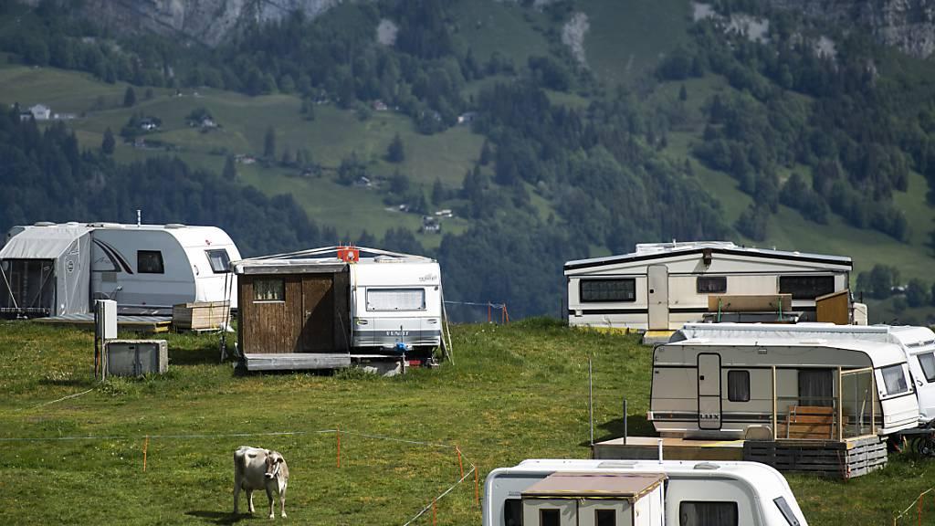 Die Stimmberechtigten von Quarten wollen kein Heidi-Dorf auf den Flumserberg. Sie haben am Sonntag die Umzonung des betroffenen Gebiets abgelehnt. Heute steht ein Campingplatz auf den Gebiet, wo das Alperlebnis geplant war. (Archivbild)