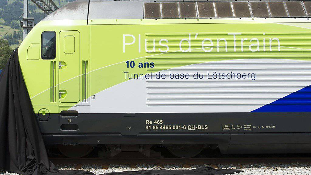 Mit einer neuen Lokomotive feiert die BLS das 10-Jahr-Jubiläum des Lötschberg-Basistunnels.