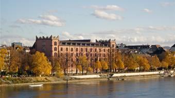 Soll durchlässiger werden: Die Kaserne, ein Riegel zwischen Kleinbasel und seiner Rheinpromenade. (Archiv)