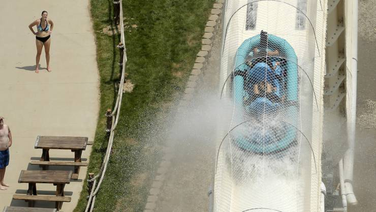 Fast 100 Stundenkilometer schnell rasen die kleinen Schlauchboote die Wasserrutsche im US-Vergnügungspark in Kansas City hinunter - dabei starb am Sonntag ein Zehnjähriger. (Archivbild)