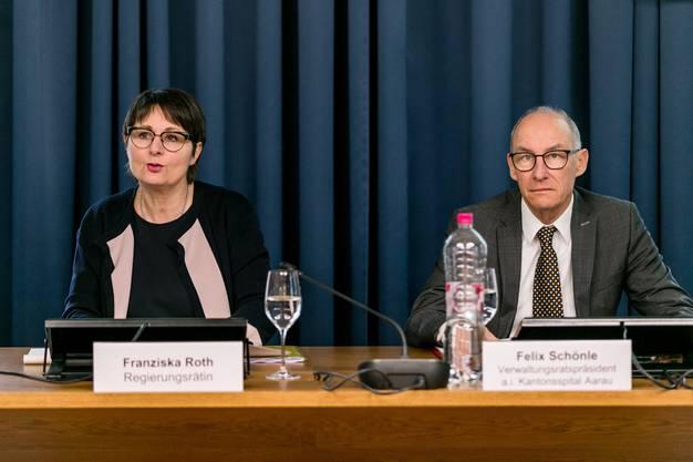 Im Bild: Regierungsrätin Franziska Roth, Felix Schönle, Verwaltungsratspräsident a.i. Kantonsspital Aarau.