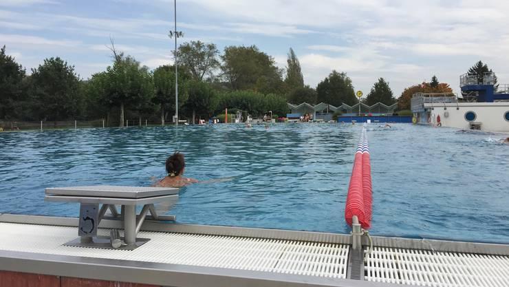 Viel Betrieb zu Saisonschluss: Am Samstag, 30. September, zogen rund 300 Badegäste im Regibad in Bad Zurzach ihre Bahnen.
