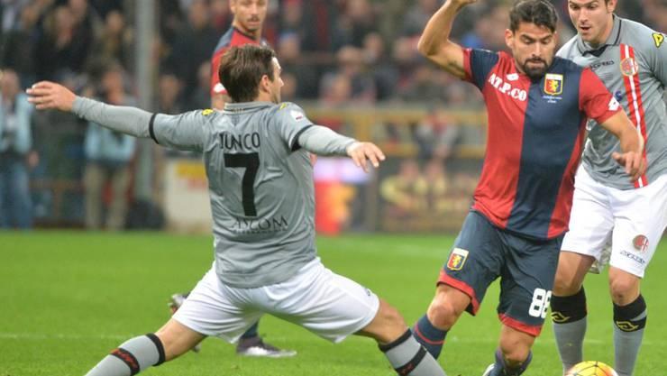 Sensation: Alessandrias Antimo Iunco (Nummer 7, hier im Achtelfinal gegen Genoa) erreichte mit dem Drittligisten die Halbfinals der Coppa Italia. (Archivbild)