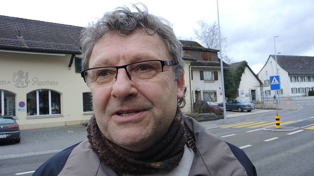Strassenumfrage: Herbert Brogle aus Sisseln kauft bewusstein und kocht auch mit abgelaufenen Lebensmitteln.