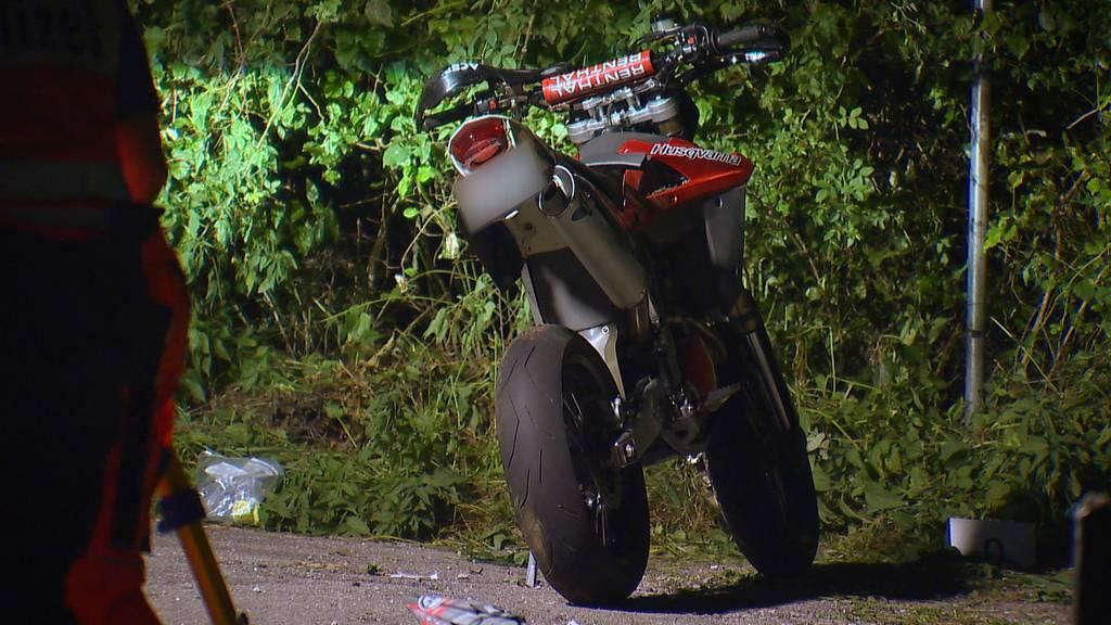 Agasul (ZH): Motorradfahrer bei Sturz schwer verletzt