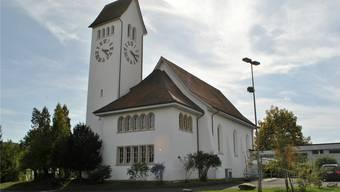 Der Himmel über der reformierten Kirche in Frick ist derzeit bewölkt. Grund dafür ist der Disput um die Wiederwahl von Pfarrer Johannes Siebenmann. nbo