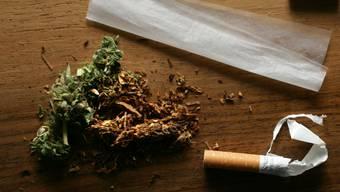 Derzeit sind in der Schweiz gestreckte Cannabisprodukte im Umlauf. Drogenanlaufstellen warnen auf ihren Plattformen. (Symbolbild)