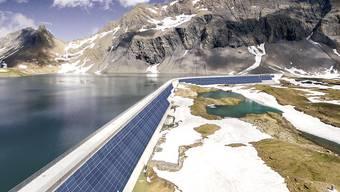 Die Axpo plant die erste alpine Solar-Grossanlage der Schweiz. Die Panels sollen auf der Muttsee-Staumauer des Pumpspeicherwerks Limmern (GL) befestigt werden.