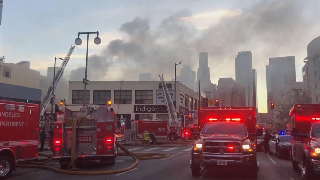 Elf Feuerwehrleute bei Grossbrand in Los Angeles verletzt